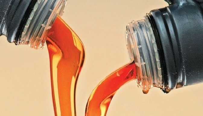 Cмешать моторное и трансмиссионное масло