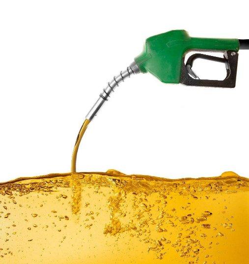 Почему моторное масло пахнет бензином, причины
