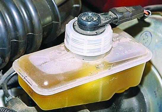 Как выбрать тормозную жидкость для машины