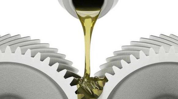 Какое моторное масло лучше, из канистры или бочки