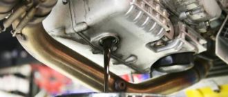 Слив использованного автомобильного масла
