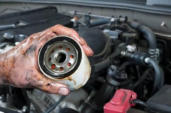 Как часто нужно менять масляный фильтр в автомобиле