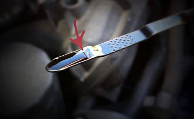 Уровень смазки в двигателе нужно проверять ежедневно