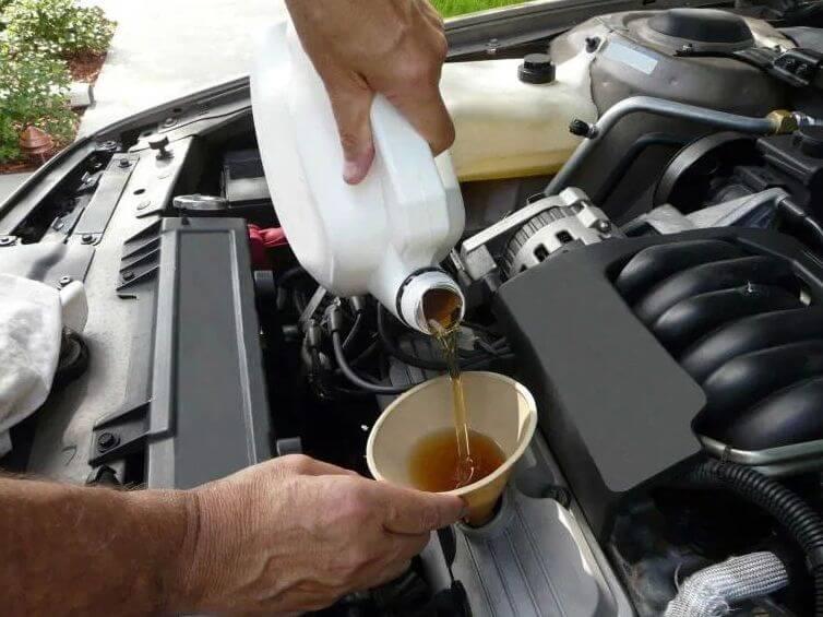 Новая порция смазки в двигатель