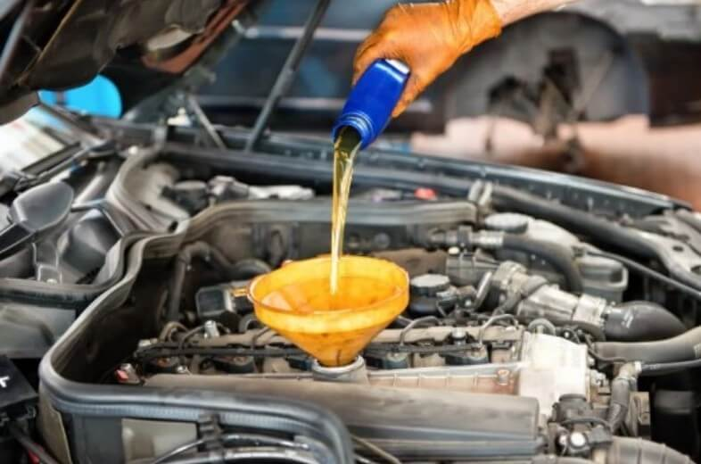 покупать дорогое моторное масло или это пустая трата денег