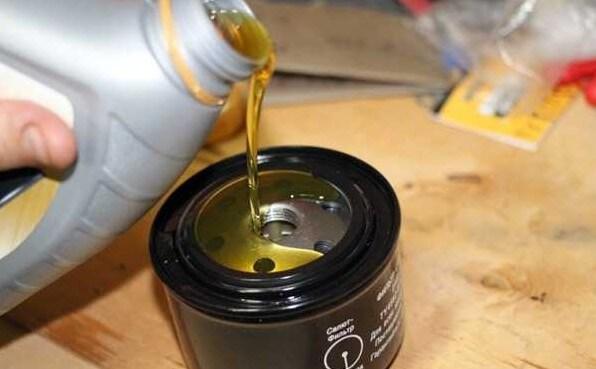 Масло в фильтр при его замене