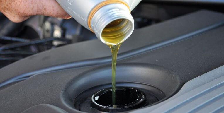 В какие машины лить минеральное моторное масло