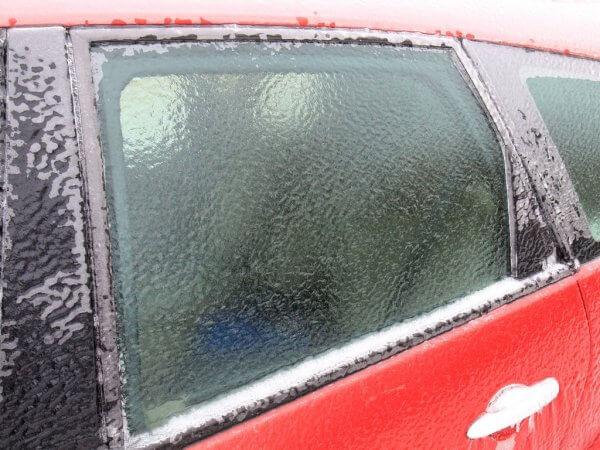 Чем опасен ледяной дождь для автомобиля