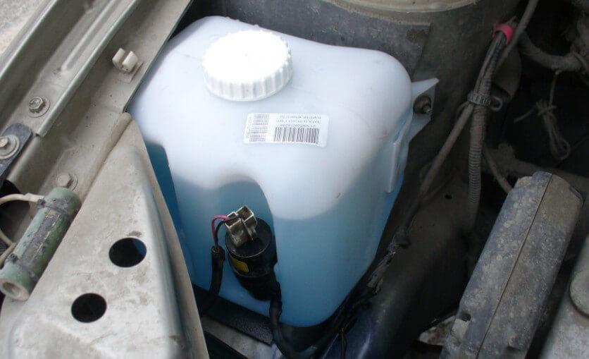 Замерзла жидкость в бачке омывателя, что делать?