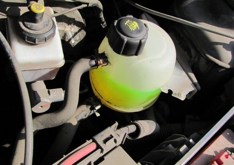 Как правильно провести проверку количества антифриза в машине