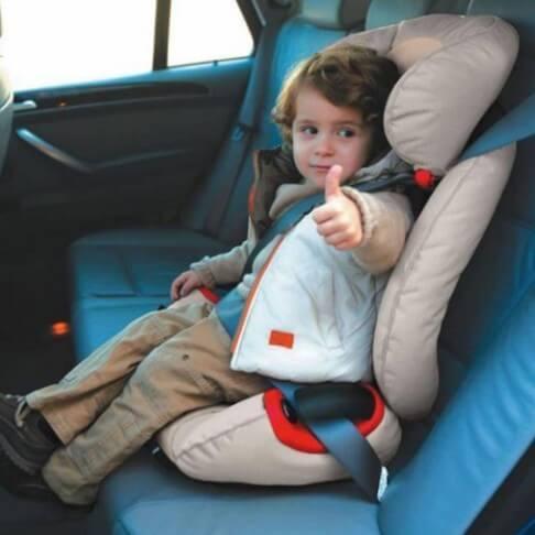 Как правильно перевозить в машине детей