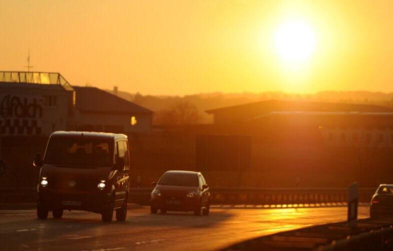 Что делать водителю, если его слепит солнце