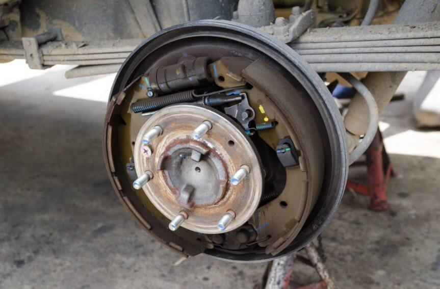 Основные плюсы барабанных тормозов перед дисковыми