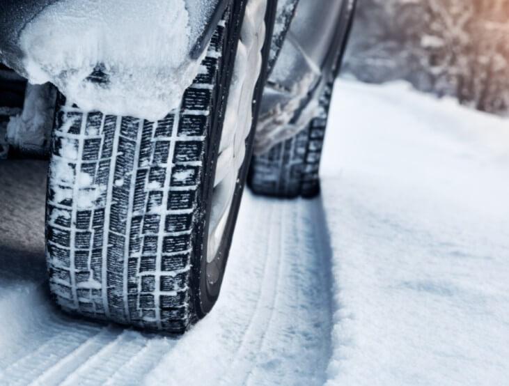 Как бороться с налипанием снега на порогах и арках автомобиля